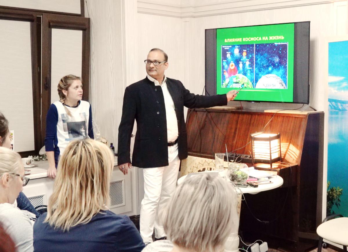 Танмай Гос вами на семинаре в Vedov clinic