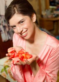 Пользуюсь Фитолосьоном очищающим с лепестками роз уже больше года.
